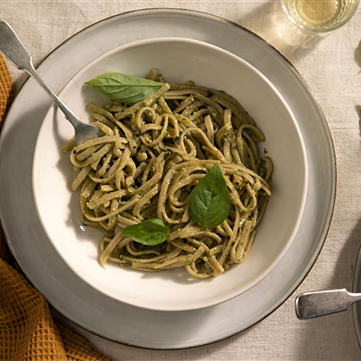 Linguine CuoreMio BioGranoro con Pesto di Cavolo Nero e Nocciole