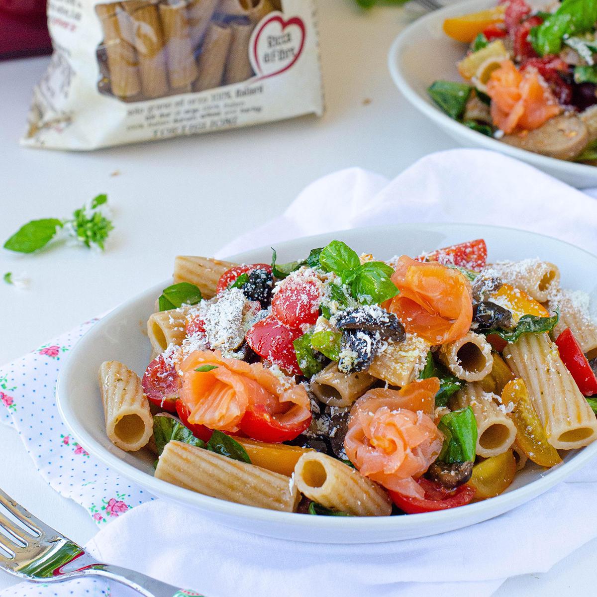 Tortiglioni Cuore Mio Bio Granoro con pomodori salmone e ricotta marzotica