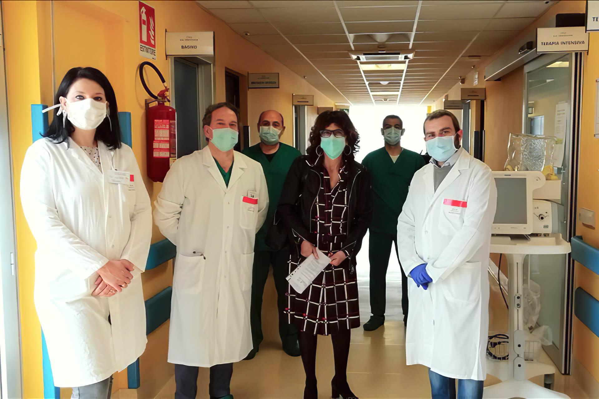 Consegnati Emogasanalizzatore, maschere e caschi all'ospedale Umberto I di Corato
